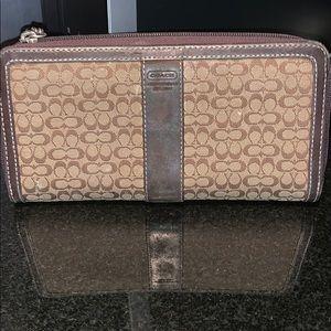 Canvas & leather Coach zip-around wallet 👝👝👝